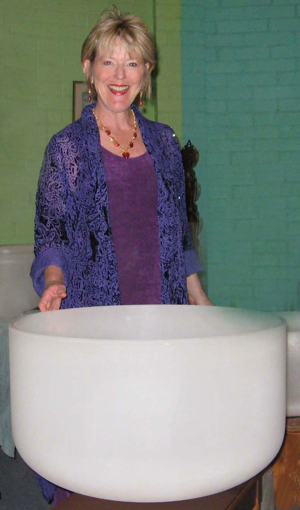 Elivia with 24-inch bowl